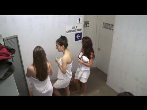 The Changing Room - Girl's Locker Room Prank - Video Blog | Evadează