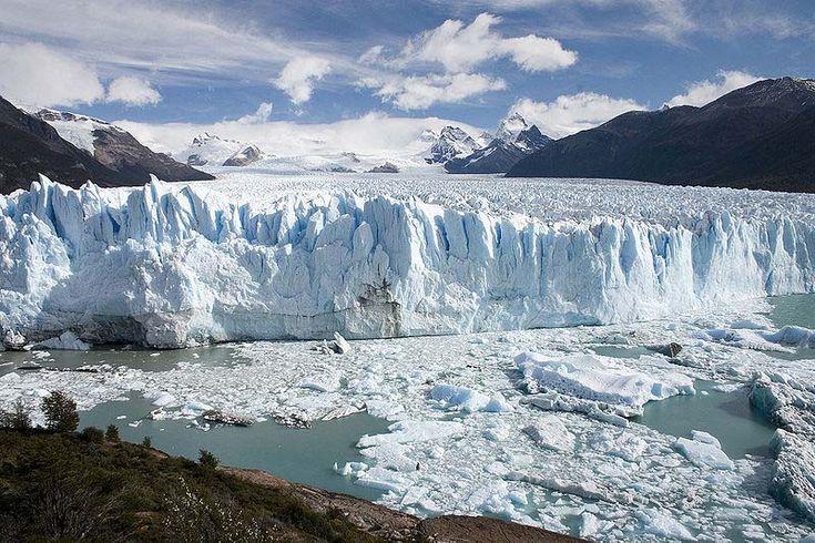 Perito Moreno Glaciar, Los Glaciares National Park, El Calafate, Argentina.  Photo: Luca Galuzzi. Luxury Amazon & South American Wildlife Tours.