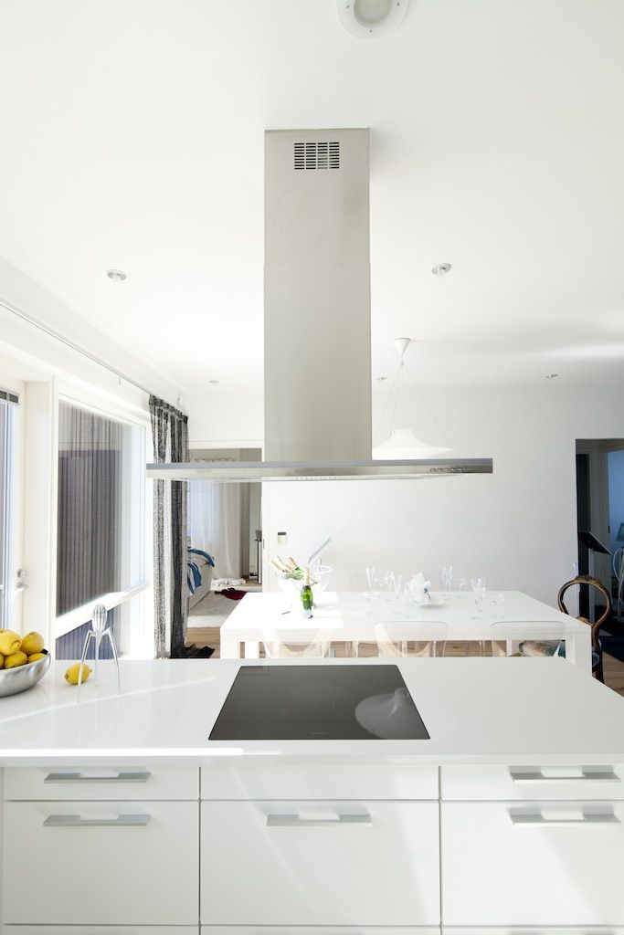White glossy minimal kitchen #Kitchen