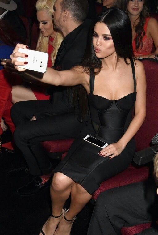 Selena Gomez LOL But first, let me take a selfie. ♥ Follow --> @maljica for…
