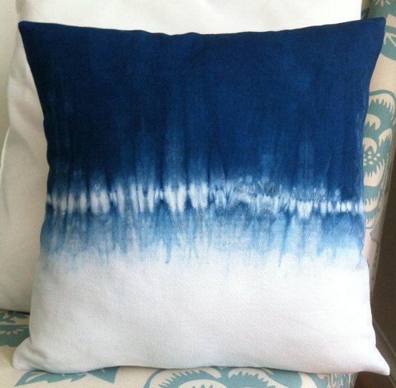 Shibori añil teñido algodón almohada cubierta 16 x por IzzyandPiper
