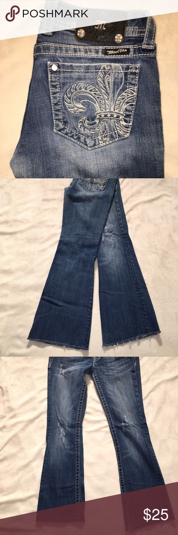 ❤️BUY ONE, GET ONE HALF OFF❤️clothes, shoes & Jean Miss Me Medium blue cut off crop jeans size 28 Inseam is an 27 Miss Me Jeans Ankle & Cropped