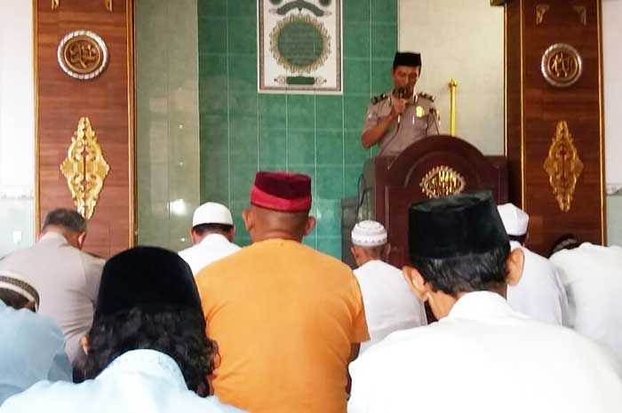 Bhabinkamtibmas Magersari jadi Khotib di Masjid Khusnul Huda Mbengkok