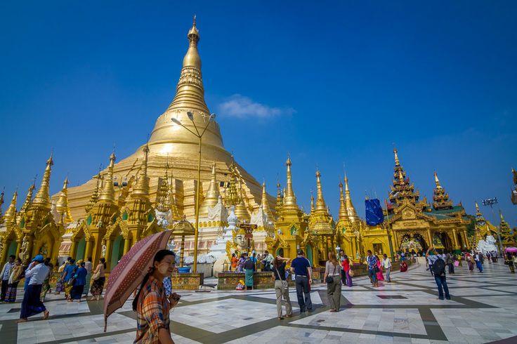 shwedagon pagoda by Daniele Silvestri on 500px