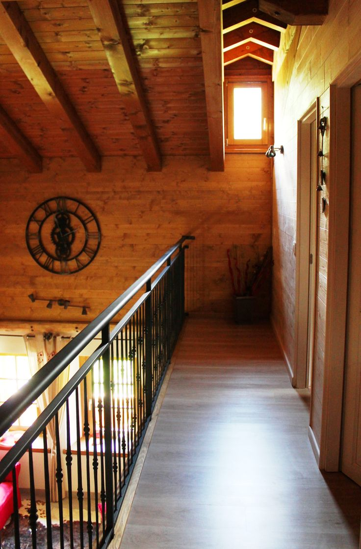 Corridoio d'accesso alla camere al primo piano, con vista sulla sala da pranzo - Ciase Baufie Albergo Diffuso Dolomiti