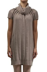 Ophelia Italy. Dress knitted with large ribs. 30% viscose 30% polyamide 30% merino wool 5% silk 5% angora. Made in Italy.