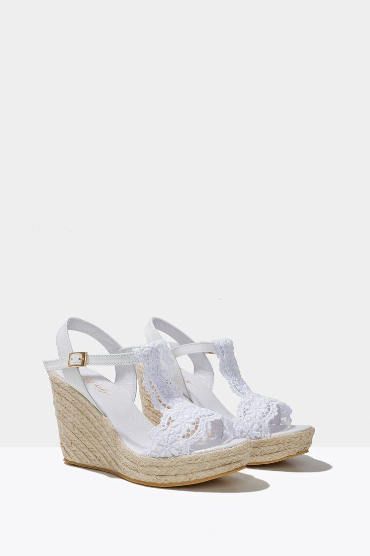 Sandalia de cuña de esparto con puntilla Altura de tacón: 9,5 com / Altura de la plataforma: 3 cm