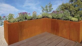ein hochbeet eingefasst mit corten stahl garten und terrasse outdoor living pinterest. Black Bedroom Furniture Sets. Home Design Ideas