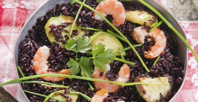 Una ricetta facile, ottima sia calda che fredda, che sfrutta le proprietà del riso venere. La cottura è un po' lunga ma il piatto