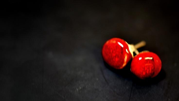 red earings
