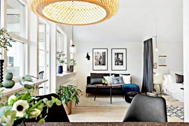 Sofá negro y una decoración muy actual