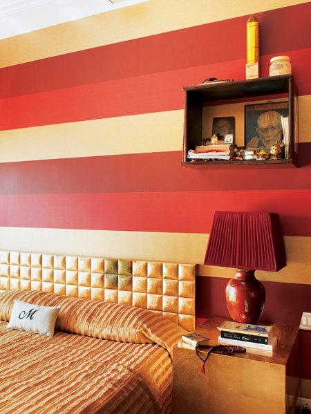 赤×金のベッドルームは、「007」へのオマージュ