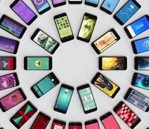 Acertar al comprar un smartphone es una de las tareas más complicadas a las que se enfrenta el consumidor, ya que se trata de una de las categorías de producto donde más variedad existe, tanto de características como de precios. Si quieres acertar al escoger un teléfono móvil, sigue estos consejos.
