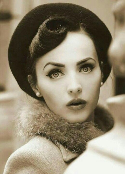 Idda Van Munster ... very intriguing photo ... almost doll-like. her right eye looks to be a tiny bit off-center, which adds to the intrigue of the photo. spectacular capture.