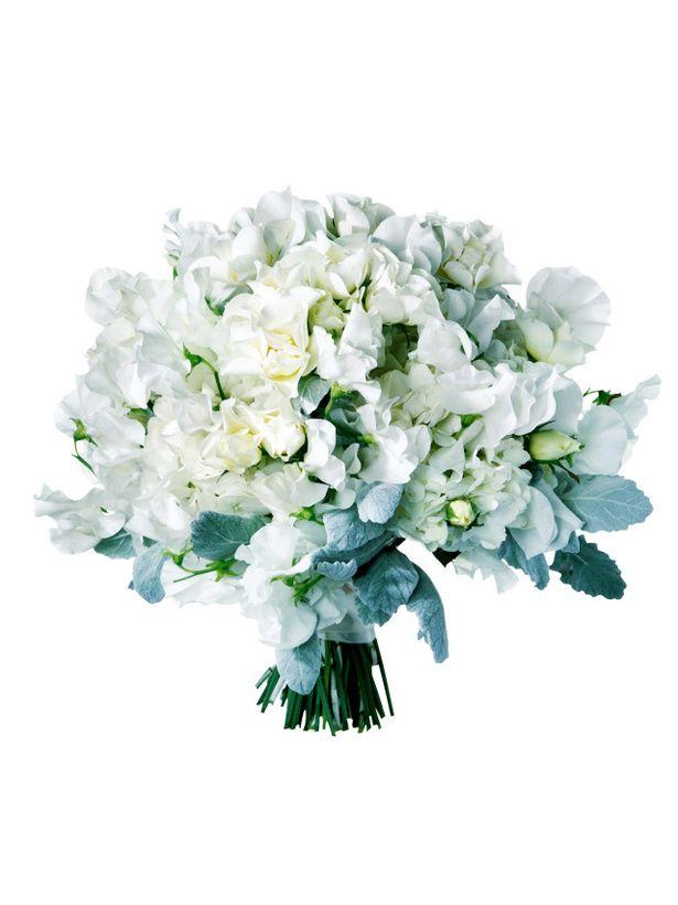 ブラン エ クール ひらひらした柔らかい花びらの白花で繊細なレースのイメージを出し、ふんわり束ねたクラッチブーケ