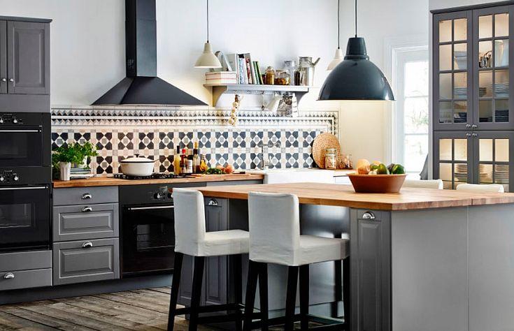 Классическая угловая кухня 14 кв. метров в темно-серых тонах