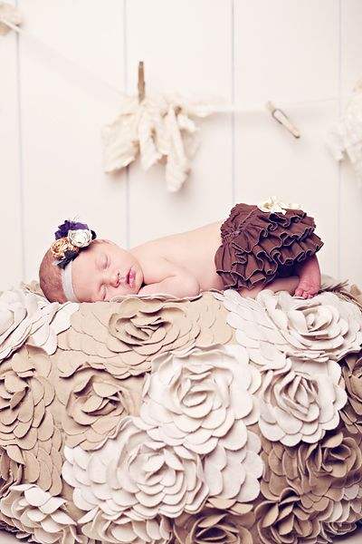 baby: Babies, Photos Ideas, Baby Baby, Baby Pictures, Flowers Quilts, Sleep Baby, Baby Girls Photos, Baby Photos, Kid
