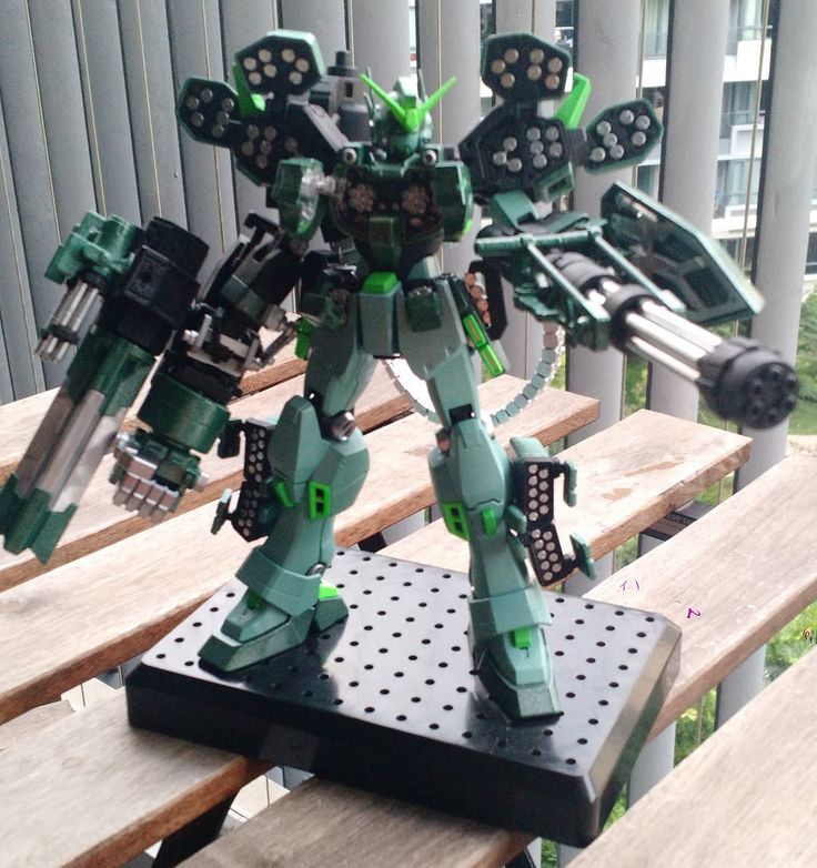 My first custom build with Kotobukiya custom parts and this time, I wanted to try out painting with 100% non-gundam/tamiya spray paints (and...
