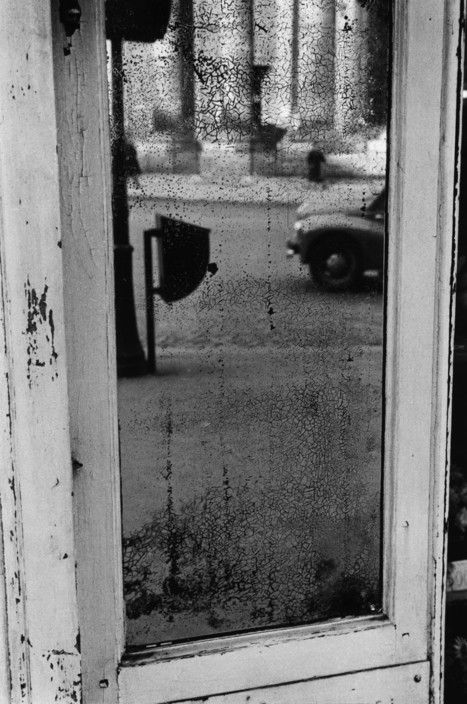 Sergio Larrain :: Near the church of La Madeleine, Paris, 1959 / more [+] by this photographer