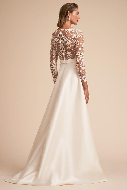 ff9ad06245709 15 Beautiful Backless Wedding Dresses & Gowns You Need to See! http:/