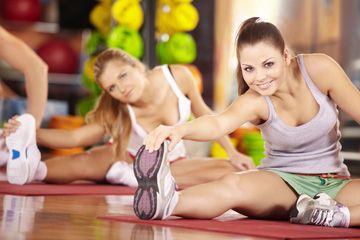 In fitnesscentra staan talloze fitnessapparaten die gericht zijn op bepaalde spieren. Als je slanke benen wilt , dan dien je met name je bilspieren, bovenbeenspieren, dijbeenspieren en kuitspieren te trainen. In dit artikel bespreken we de 8 beste beenspieroefeningen (sqauts, curls, extensions, raises e.a.) voor slanke benen