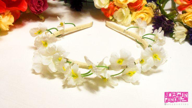 #flowercrown #floral #headband #flores #crown #romantic #flower #fashion #accesories #fashionista #mode #woman #hair #spring #summer #bride #white