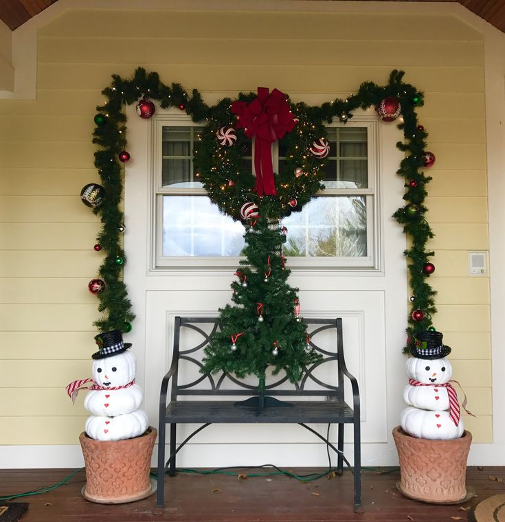 Outdoor Christmas Planters. turn your pumpkins into snowmen.