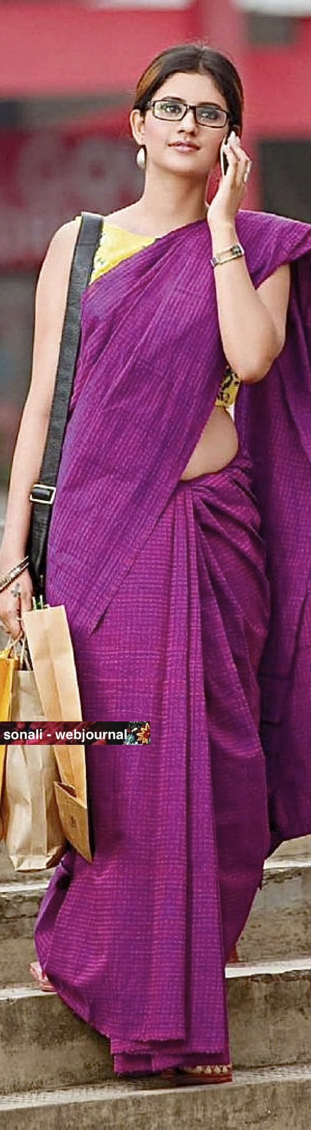Handwoven bengal tant saree. looks good when pair up with some madhupani design yellow blouse