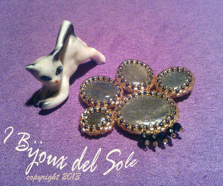 Zampetta . Little paw . Design, planning and carrying out by I Bijoux del Sole, Laura Solerte Copyright 2013.