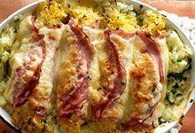Benodigdheden voor 2 personen: 1 zakje zuurkool 8 plakken achterham (gegrild) 8 plakken (voorgesneden) Goudse kaas Bereidingswijze: Verwarm de oven voor op 200 graden....