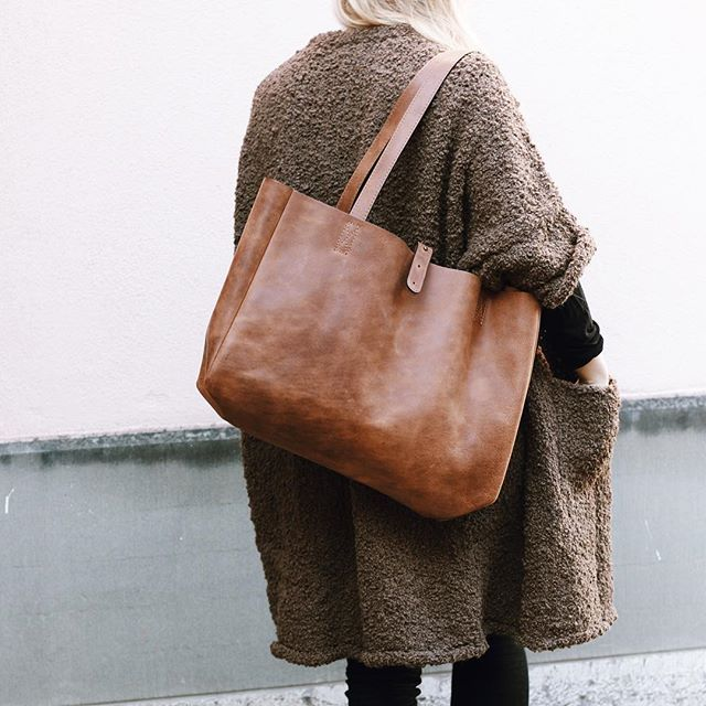 Simple everyday handbag....spacious and so lovely looking
