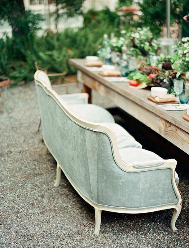 Les canapés s'invitent au jardin !