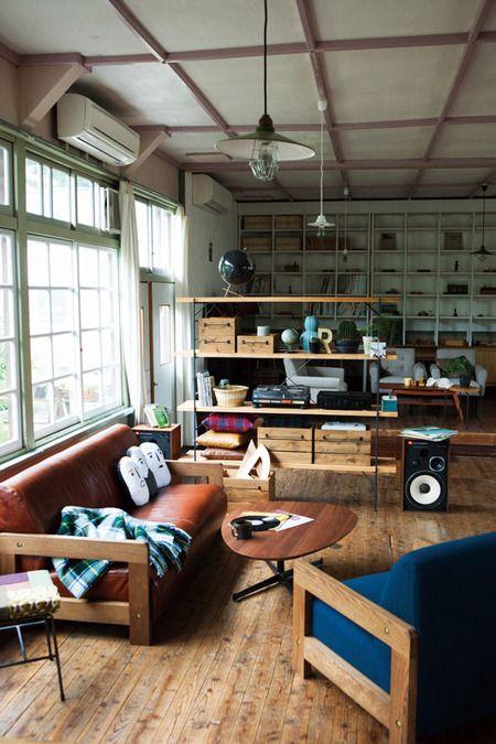 ブルーのソファをアクセントにカフェ風リビングをつくる ココチエ(kokochie)