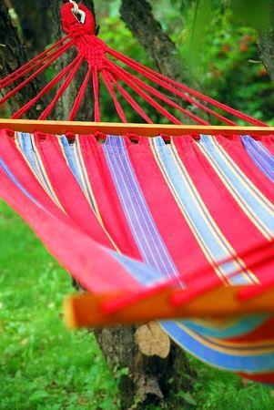 60.000. C'est le nombre de pensées quotidiennes que le mental doit gérer. Soit plus de 3000 pensées à l'heure si on enlève (un peu) le temps de sommeil. Les répercussions de ce vertige sont immenses. Et si le Farniente pouvait nous sauver ? #stress #bien etre #farniente #relaxation