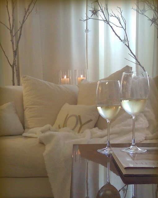 Dreaming of a White Christmas: Living Rooms, Home Interiors, Dreams, Winter White, White Rooms, White Decor, White Christmas, Christmas Eve, White Wine