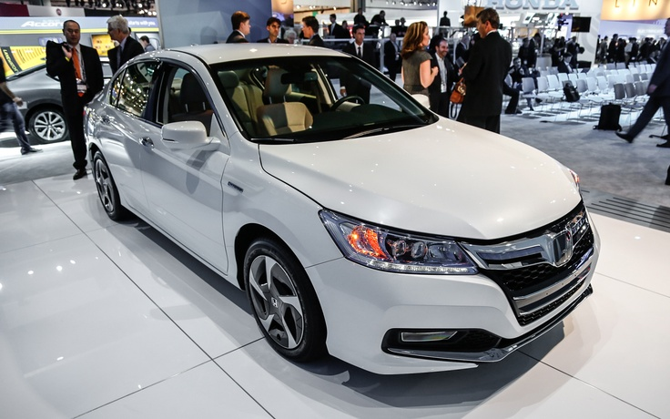 2014 Honda Accord Plug-In Hybrid Now on Sale in California, New York - WOT on Motor Trend  My next car...