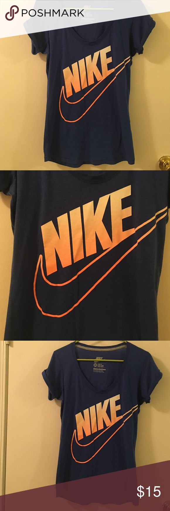 Nike top Like new very nice is xs but fits like smal Nike Tops Tees - Short Sleeve