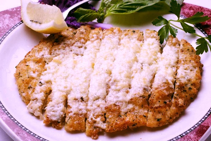 breaded calamari steak. My family eats this at the Seafood restaurant in Ensenada. I have never tried it yet.
