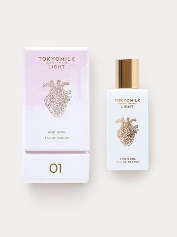 Fragrance Notes: Oolong Tea, Bamboo Reed, Orchid & Air, White Musk Description: A fragrance with an ethereal lightness. Pressed Oolong Tea leaves and Bamboo Reed are blended with Orchid & White Musk f