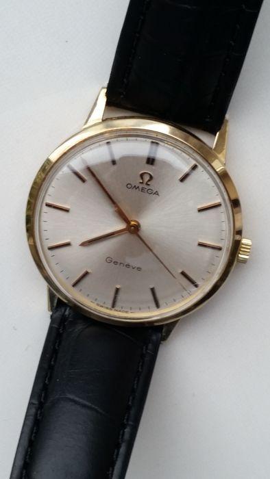 Omega Geneve GOLD - mannen horloge - c 1960 - Oryginal vak  Omega Geneve horloge goud met oryginal doos. Swiss gemaakt. Hand kronkelende Make in ongeveer 1960 in uitstekende conditie.Absolutaly niet zichtbaar een scraches of een deuken of schade. Kijken en lopen groot. Wel echt een nieuwe voorwaarde.Haar uit mijn persoonlijke collectie. Dit horloge was alleen 5 - 6 keer gebruiktGeweldige jurk horloge zeer stijlvol.Als je het vergelijkt dit horloge met nieuw in de winkel zien u niet…