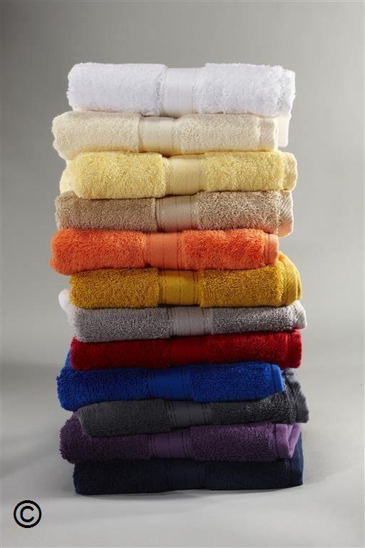 Frottee - Handtücher im 3er Pack  Dieses Set enthält drei Frottee-Handtücher in 50 x 100 cm, jeweils in der gleichen Farbe.  Das Frottee-Handtuch mit unvergleichlich weichem Griff und besonders fülligem Flor.  Die Frottierhandtücher sind aus gekämmter Baumwolle, optimal saugfähig und haben eine elegante Zierbordüre mit gutem Waschverhalten.