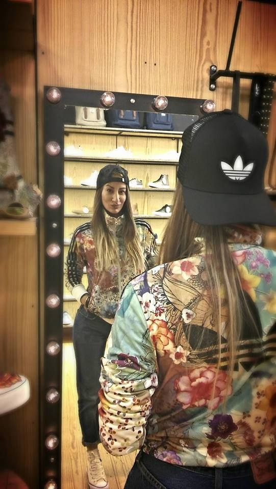 > Our Girl In Adidas < Στο κατάστημά μας θα βρείτε την συλλογή της Adidas by The Farm Company που επηρεάζεται από τον βοτανικό κήπο του Rio De Janeiro .... Στιλιστικά κομμάτια με χαρούμενα χρώματα και σχέδια , και πάνω από όλα ρούχα που συνδυάζονται εύκολα .... > Shoponline / http://wearhouse.gr/female/zipfemhood?product_id=8484 > Callus / +30265123925 > Visitus / Xarilaou Trikoupi 6 Ioannina