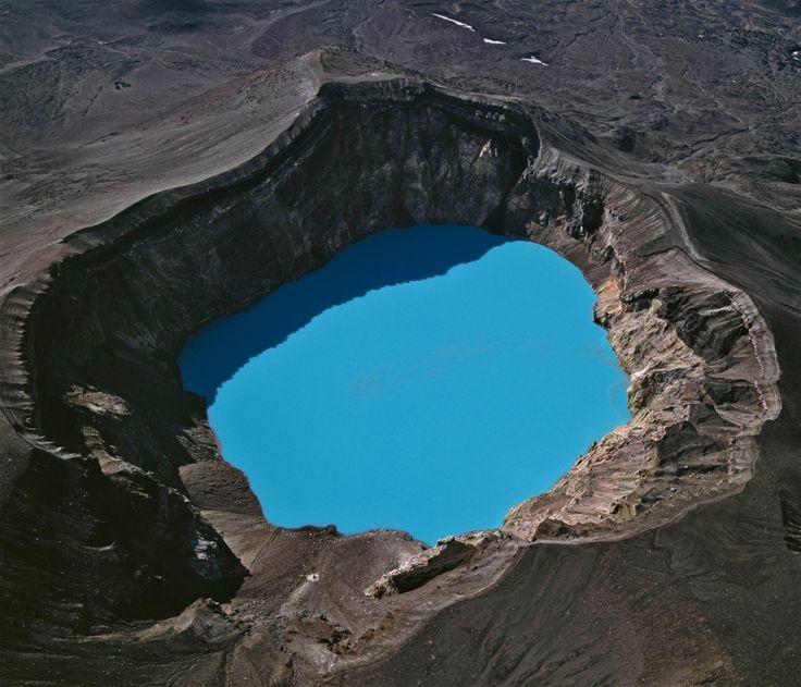 Akvamarínová modrá, akú by nenamiešal napalete ani Dálí.