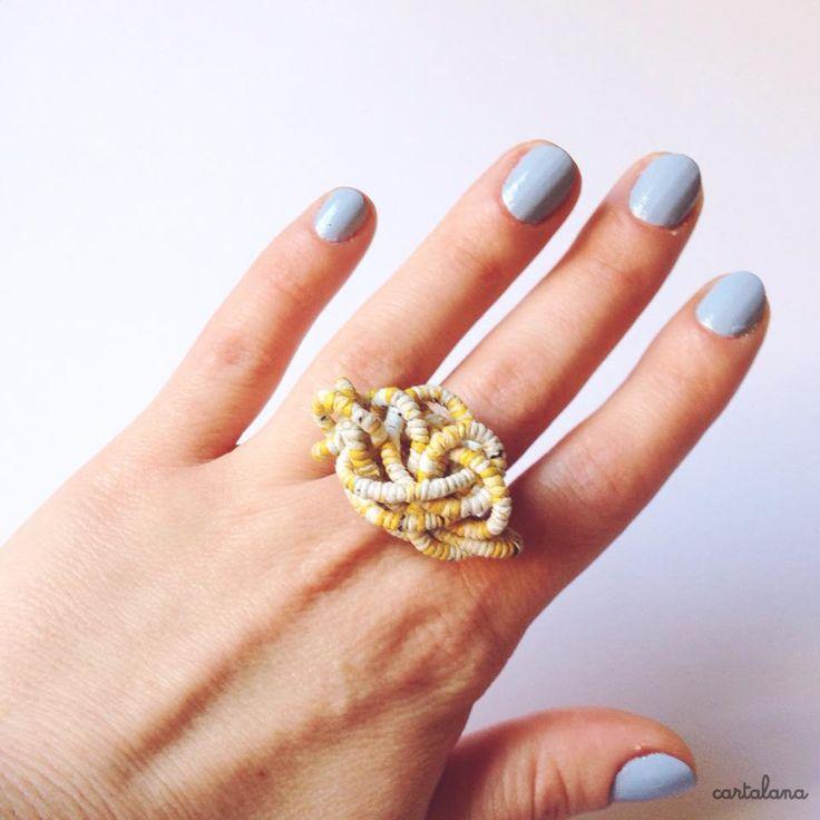 Pulcino Aggrovigliato, anello in carta filata a mano come la lana di Cartalana su Etsy