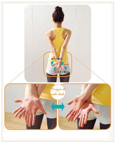GRAU DE DIFICULDADE BAIXO  - voltando aos poucos. Exercício para braços. Em pé com abertura de pernas na largura dos ombros, cruze as mãos atrás do corpo com as palmas abertas e viradas para cima, movimenta-las da direita para esquerda, alternando as mãos para cima e para baixo. (10x cada mão)