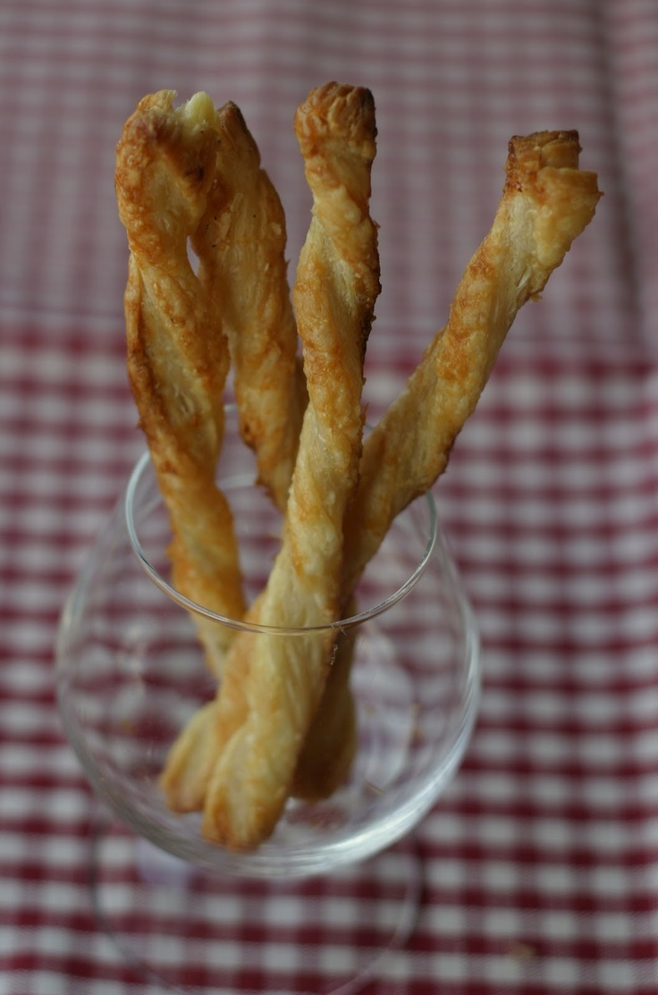 Butterdeigspinner med parmesan (Parmesan puff pastry sticks)