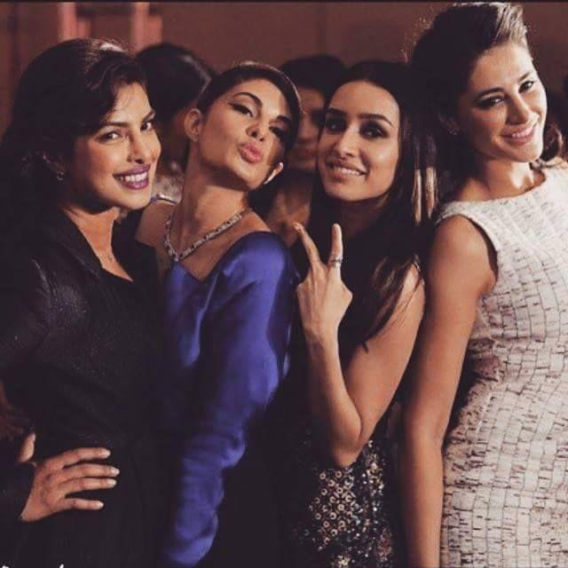 PC struck a pretty pose with Jacqueline Fernandez, Shraddha Kapoor & Nargis Fakhri at the Grazia Young Fashion Awards.