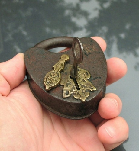 """OLD ANTIQUE LOCK WROUGHT IRON LEVER """"#12"""" PADLOCK W/ WORKING KEY"""