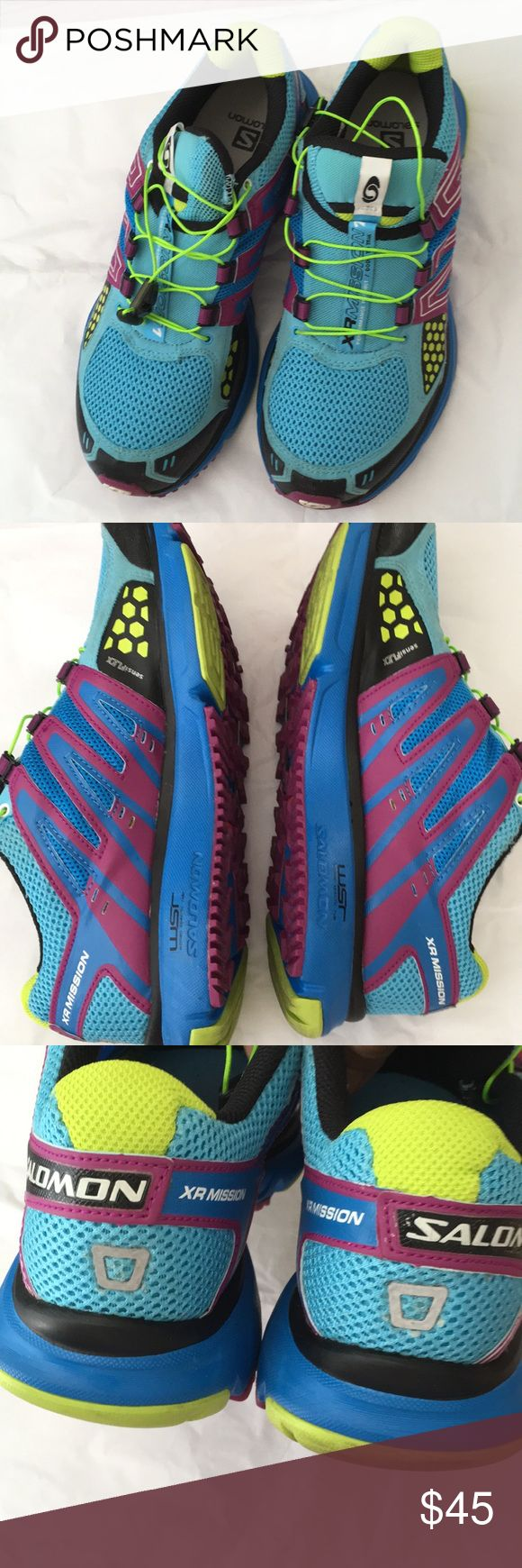 Salomón shoes size 9 excellent used condition Salomón shoes excellent condition Size 9 Salomon Shoes Athletic Shoes
