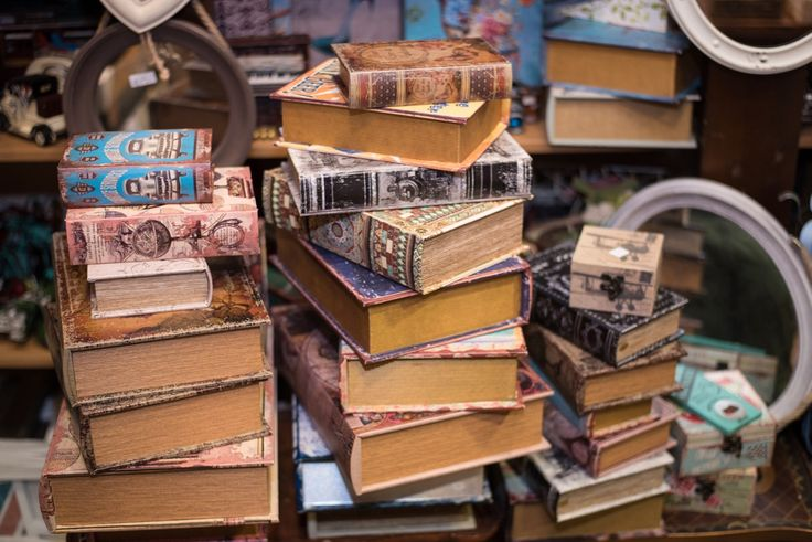 Βιβλια-κουτιά ωραία ιδέα και για μπιζουτιέρα σε διάφορα vintage θέματα